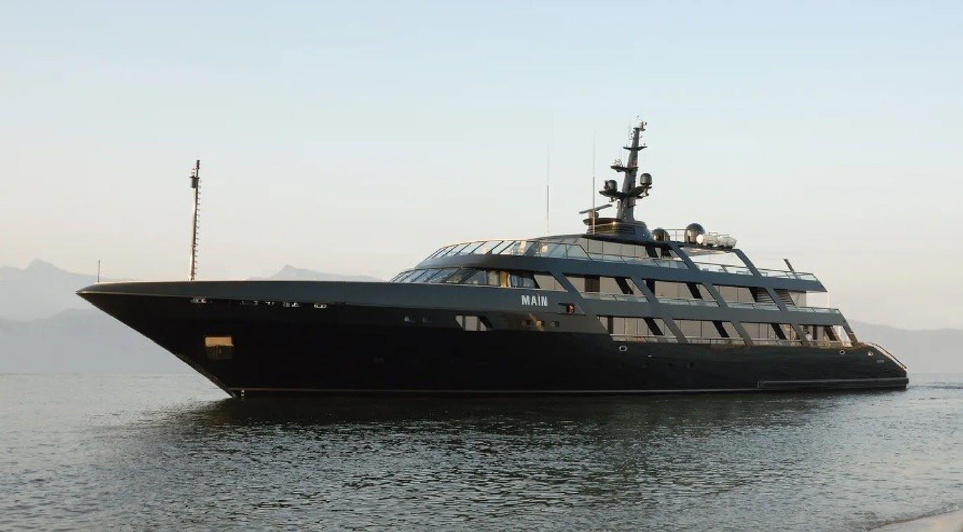 giorgio-armani-60-milion-yatcht-style-1.jpg